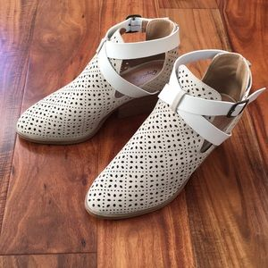 Qupid perforated booties